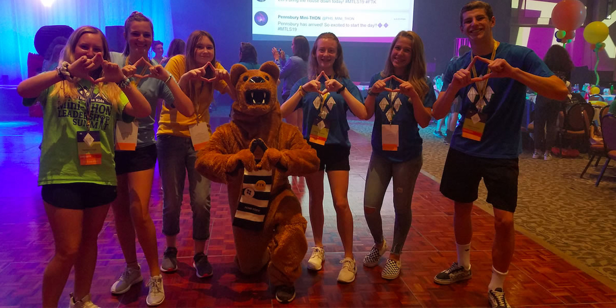 Mini-THON Committee attends Leadership summit